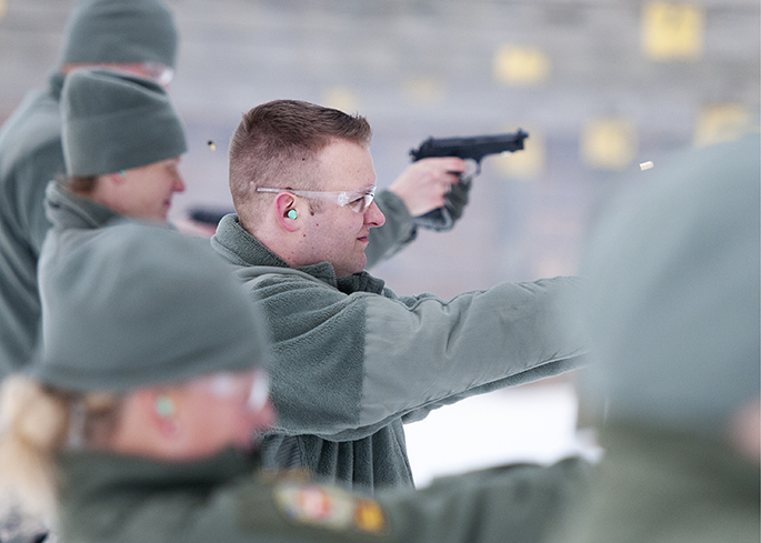 Airmen patriciate in weapons qualification